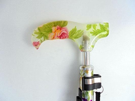 【送料無料!!】フランスベッド リハテック 光る杖 ライトケインステッキ 花柄 フラワー