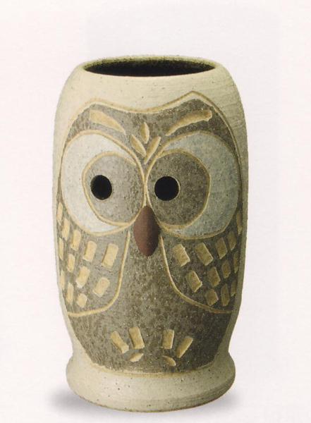 信楽焼き 傘立て レインラック 傘 アンブレラスタンド 手作り 陶器サイズ:W26×D27×H43cm※手作り品であるため、色・形・大きさ等が少々変わってしまう場合があります。ふくろう フクロウ 梟シンプルモダン 和風 アジアンテイスト 伝統 工芸品