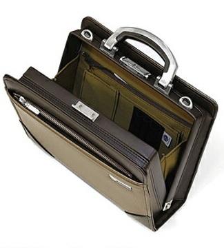 ビジネスバッグ ダレスバッグ メンズ 日本製 日本製 A5サイズ シャープな光沢のカーボン調素材 BAGGEX 剣ツルギ