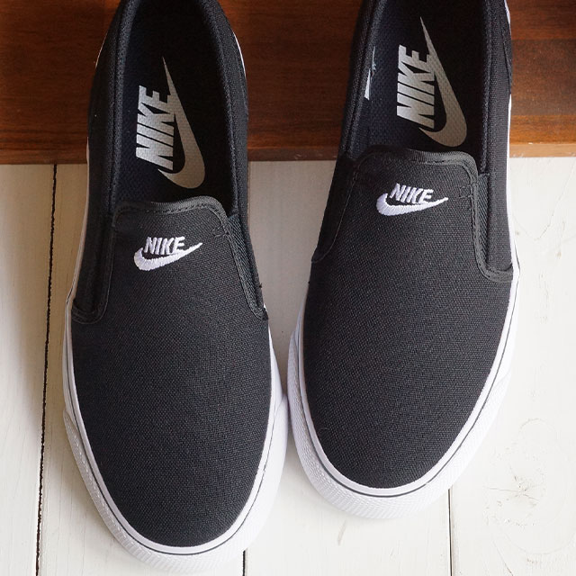 56175a46f60d NIKE Nike Lady s sneakers shoes WMNS TOKI SLIP CANVAS women Toki slip  canvas black   white (724
