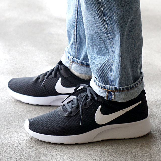 black nike tanjun mens trainers