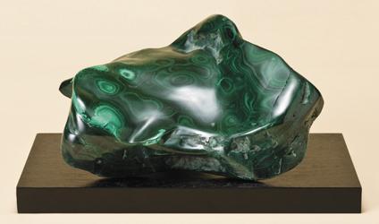 『孔雀石(マラカイト)』(中)重さ3kg以上 木製台座つき【通販・販売】