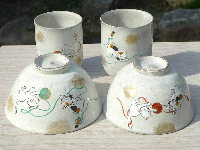 京焼  清水焼 手まり猫(まり遊び)夫婦湯呑と夫婦茶碗セット 花月