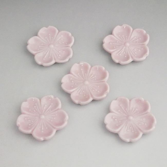 低価格 プレゼント贈り物ギフトにおすすめ 京焼 送料無料カード決済可能 清水焼 桜のはなびらを淡いピンクで表現した箸置き 丸形 芳山 桜の箸置きセット