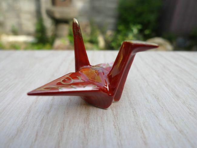 プレゼント贈り物ギフトにおすすめ! 【京焼清水焼】鶴は千年、平和と長寿の象徴でめでたい! 京焼  清水焼 折り鶴箸置き 赤単品
