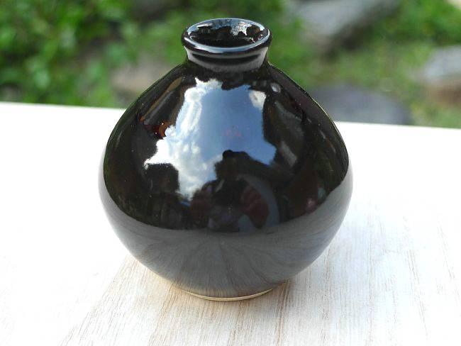 One Kiyomizu ware bean black red