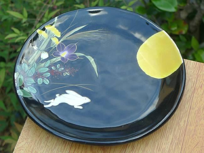 京焼  清水焼 黒塗り月兎飾り皿 (皿立付き)