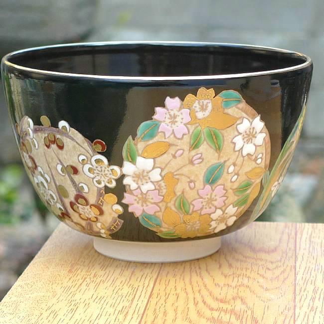京焼  清水焼 黒塗花丸紋抹茶茶碗 与山