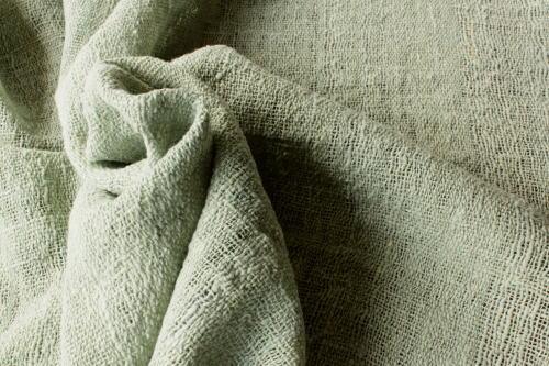 Shokuの布 販売価格は50cm単位です ミャンマーの布 藍生葉染めで仕上げた淡い緑色の布 綿生地 品番MYX-0 FI 004 激安 天然コットン ハンドメイドにどうぞ 藍生葉染め 手織りの布 贈答 草木染 幅70cm ナチュラル素材です