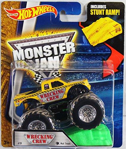 ホットウィール マテル ミニカー ホットウイール 【送料無料】Hot Wheels Monster Jam 1:64 Scale Truck with Stunt Ramp - Wrecking Crew Mud Treads #19ホットウィール マテル ミニカー ホットウイール