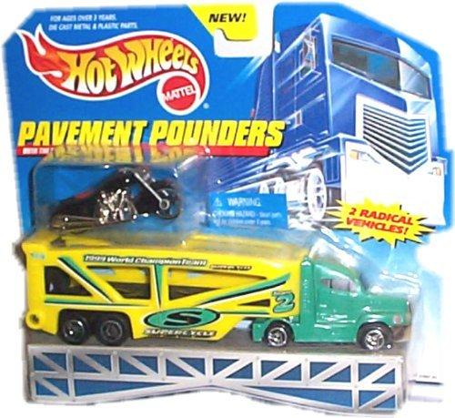 ホットウィール マテル ミニカー ホットウイール 65867-83 Hot Wheels - Pavement Pounders Transport Rig (Tractor/Trailer) and Black Motorcycle Replicasホットウィール マテル ミニカー ホットウイール 65867-83