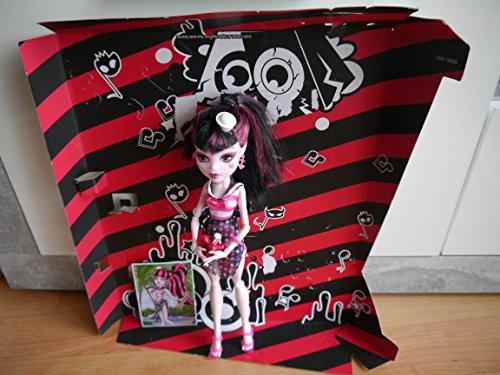 モンスターハイ 人形 ドール 【送料無料】Monster High Mattel Year 2011 Skull Shores Series 10 Inch Doll - Draculaura Daughter of The Dracula with Flower-Shaped Cup, White Hat, Earrings, Map Card, Hairbrush and Doll Stanモンスターハイ 人形 ドール