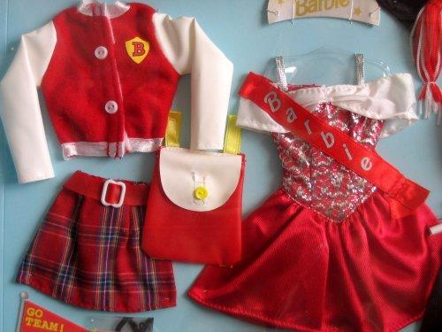 バービー バービー人形 着せ替え 衣装 ドレス Barbie UNIVERSITY FASHIONS (RED) w GRADUATE, TEAM Outfit & PROM QUEEN Clothes (1998 Arcotoys, Mattel)バービー バービー人形 着せ替え 衣装 ドレス