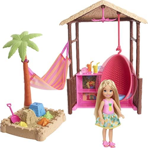 バービー バービー人形 【送料無料】Barbie Chelsea Doll and Tiki Hut Playset with 6-inch Blonde Doll, Hut with Swing, Hammock, Moldable Sand, 4 Molds and 4 Storytelling Pieces, Gift for 3 to 7 Year Oldsバービー バービー人形