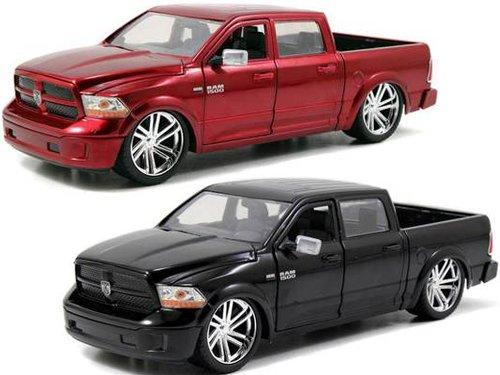ジャダトイズ ミニカー ダイキャスト アメリカ 【送料無料】Jada 2014 RAM 1500 Pickup Truck Custom Edition Black & Red Set of 2 Cars Just Trucks Series 1/24 Diecast Model Cars 54040ジャダトイズ ミニカー ダイキャスト アメリカ