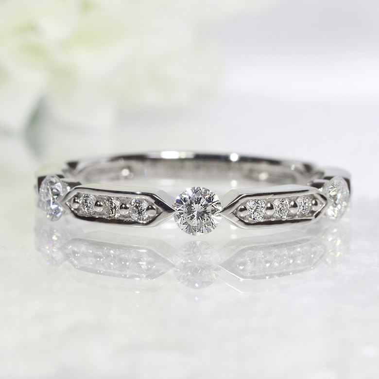 Pt900・ダイヤモンド・ダイアモンド・ファッション・ジュエリー・アクセサリー・レディース・指輪・リング・プラチナ・3石・送料無料・品質保証書・プレゼント・小指・0.30ct・重ね着け