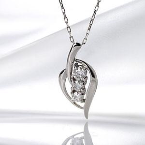 あす楽対応 スリーストーン 3石 ダイヤモンド ペンダント ネックレス K18WG 「4P0050」 *