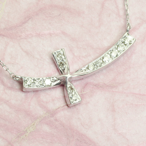 K18WG クロス 13石 0.12ct ダイヤモンド ペンダントネックレス 「4P0436」 【送料無料】 *