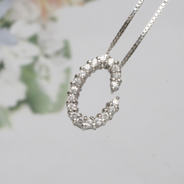 CイニシャルペンダントネックレスホワイトゴールドダイヤモンドペンダントK18WG 「93194C」 *