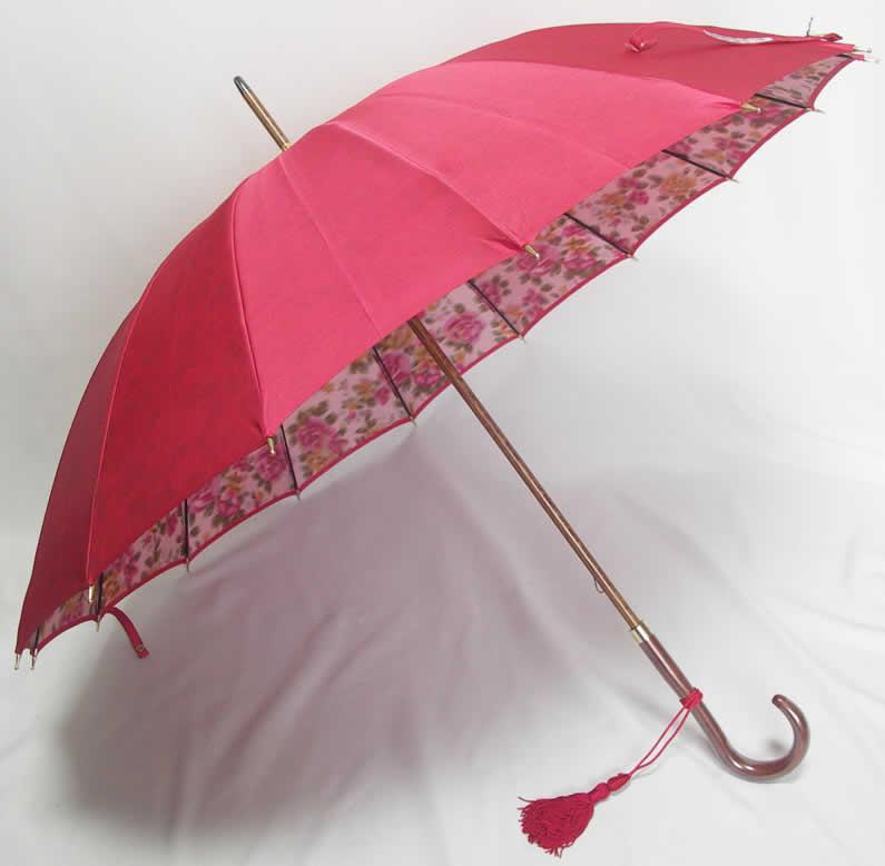 カーボン骨の雨傘です!従来のバラ柄に前原傘には嬉しい軽量タイプのカーボン骨で新登場。エレガントな皇室御用達前原光榮商店「前原傘 ほぐし織り カーボン骨 ローズローズ 手元楓」【送料無料】