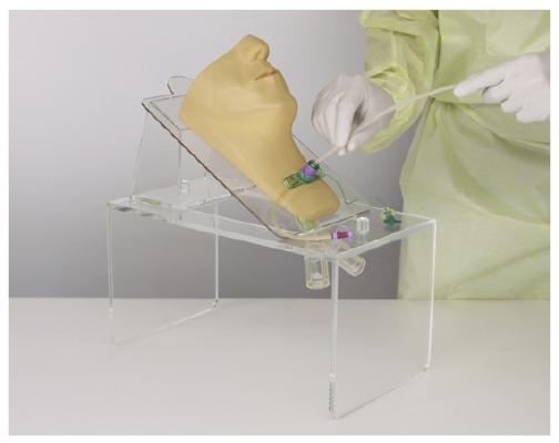 エッチ・シー・エムサービス 気管カニューレ吸引手技用シミュレータ  サイズ(本体):W370×D210×H215