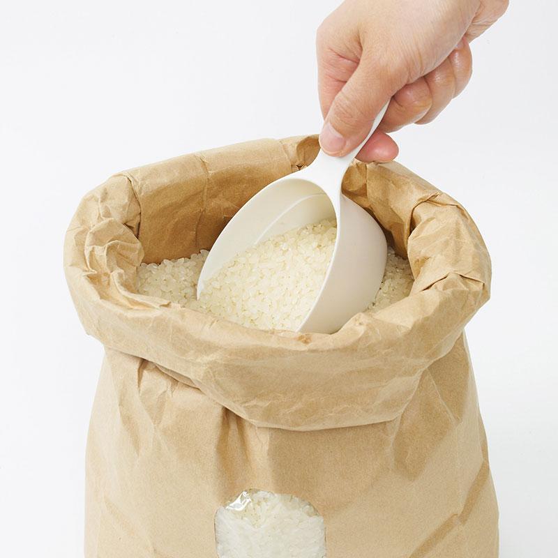 マーナ公式 MARNA マーナ お米のプロと開発したすくいやすい計量カップ きわみ 未使用 白 ホワイト 黒 モノトーン ブラック 読売新聞 目盛りが見やすい 人気 おしゃれ お米計量カップ K694 極