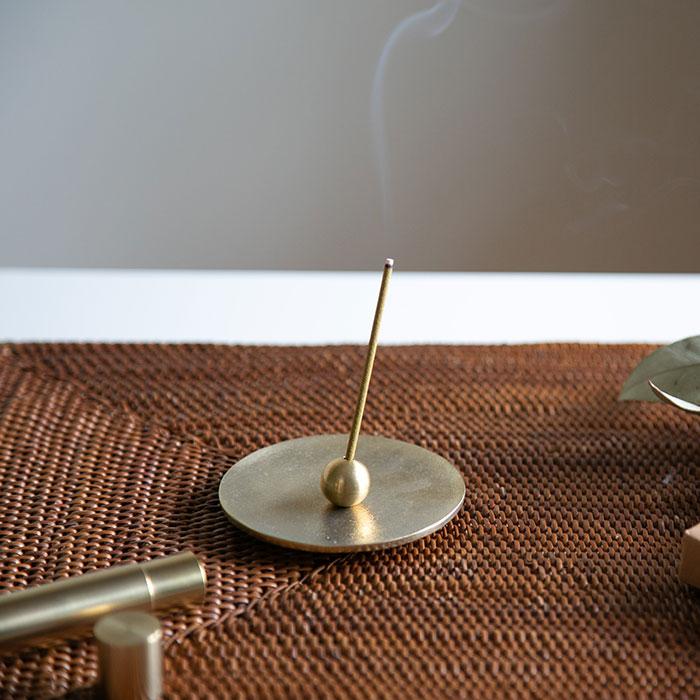 すっきりとした香りのお香とシンプルなデザインの香立のセット 受賞店 能作 メーカー直営 香の器 送料無料でお届けします 丸 - お香セット