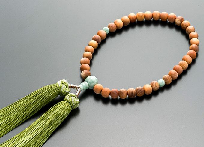 【10%割引クーポン配布中】 数珠 女性用 念珠 白檀 ビルマ翡翠仕立 正絹花かがり房 全宗派対応 桐箱入
