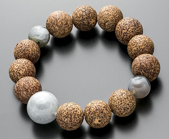 【10%割引クーポン配布中】 数珠ブレスレット 星月菩提樹 素挽玉 14ミリ ビルマ翡翠仕立
