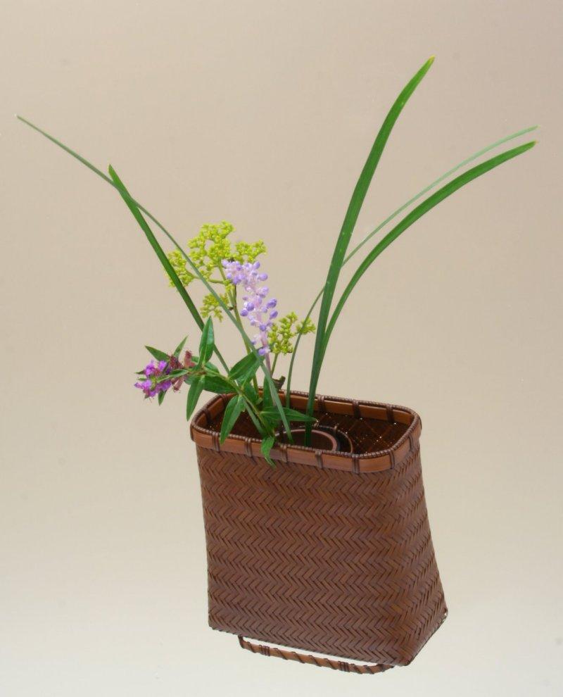 竹製 掛花籠 「網代角型掛花籠」15-221 花を楽しむ