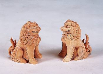 【神具】木彫狛犬4寸(1対)手彫りで彫り上げられた 木彫りの狛犬です【送料無料】