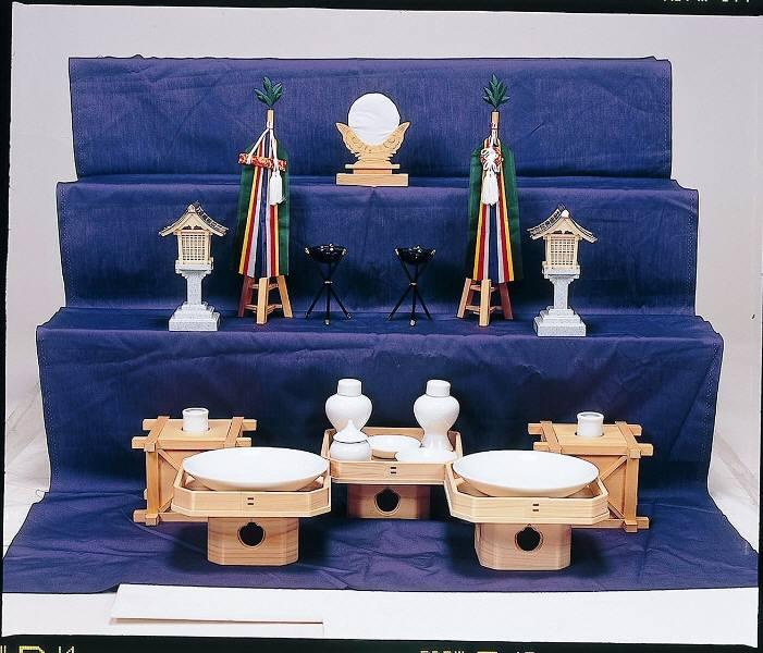 神具セット 中【送料無料】祖霊舎は祖先の神様や五十日祭を終えられ新しい神様をお祀りする霊舎です。