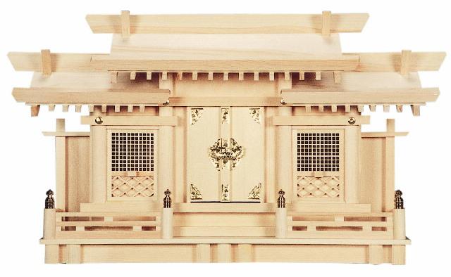 【神棚】三社 片屋根三社 格子付【送料無料】神棚 木曽ひのき 小 中央に伊勢の天照皇大神宮のお神札、向って右に氏神様のお神札、左にその他信仰している神社のお神札をお祀りします。