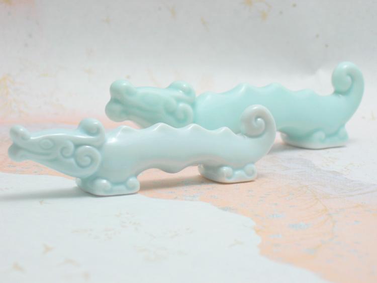 青磁の淡い水色が綺麗な筆置き 正規逆輸入品 筆置き お求めやすく価格改定 筆架 龍 青磁 小