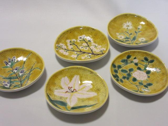 【九谷焼】 4号足付皿揃(皿、小皿、 取皿、 銘々皿) 黄彩五草花