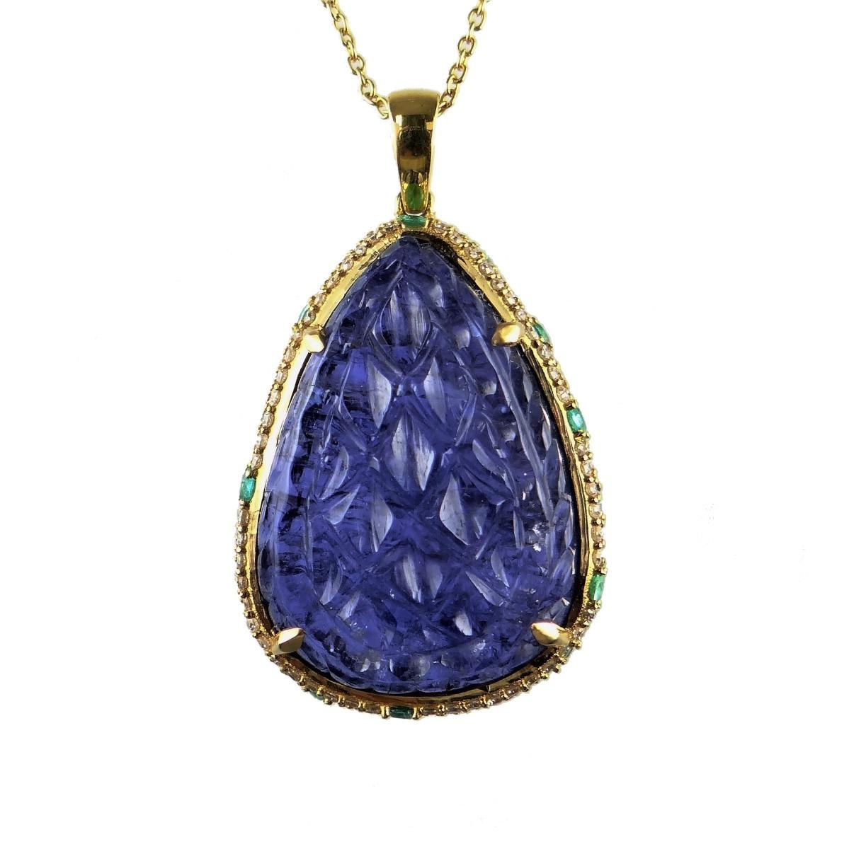 K18YG 豪華なカービングタンザナイト34.6ct エメラルド とダイヤモンドで華やかに取り巻いた一点物のペンダントヘッド 12月誕生石 ラッキーアイテム 一粒石 お守り 自分へのご褒美 誕生日や母の日のプレゼントにも