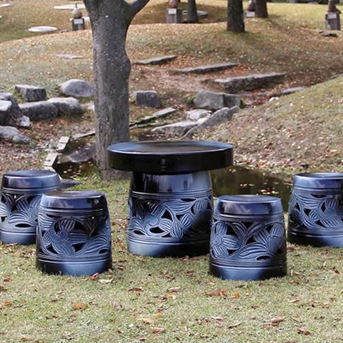 【 今だけ10%OFFクーポン 】信楽焼 和風 おしゃれ 20号 ガーデンテーブル 陶器テーブル 焼き物 お庭、ベランダ用庭園セット ガーデンテーブルセット 陶器 イス テーブル ガーデンセット 屋外用 te-0013
