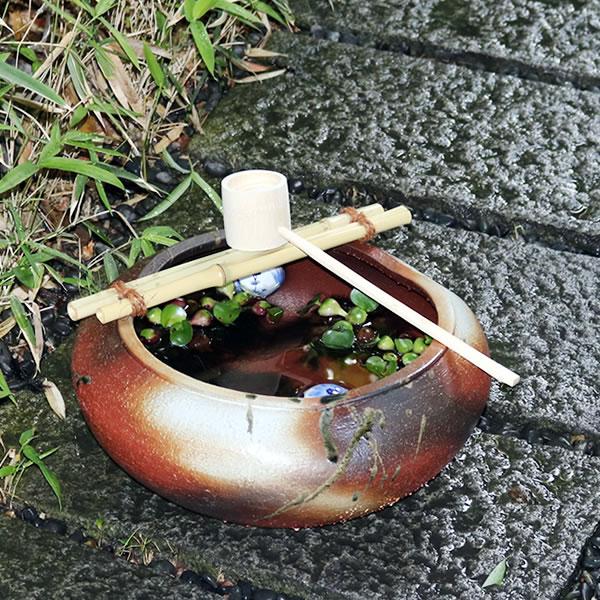 信楽焼 つくばい 竹付き陶器つくばい 和風のツクバイ鉢 陶器スイレン鉢 竹付き睡蓮鉢 和風鉢 メダカ鉢 金魚鉢 tu-0022