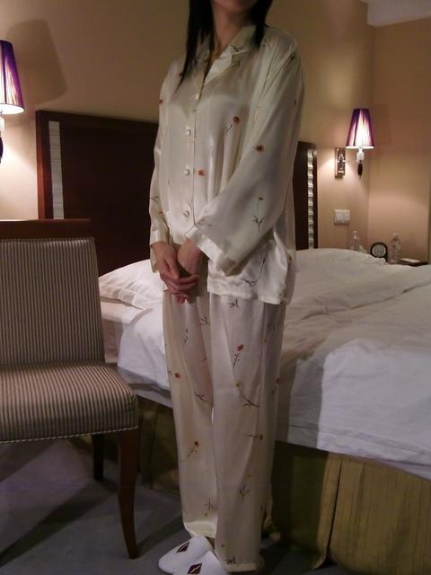 【あす楽】【送料無料】シルクパジャマ長袖【黄色小花柄】シルク100%パジャマS→XXXL サイズも豊富シルクナイトウェア《ブランド嬌奴》67種色柄《ブランド嬌奴》の商品については、製造中止により在庫限りになりました。
