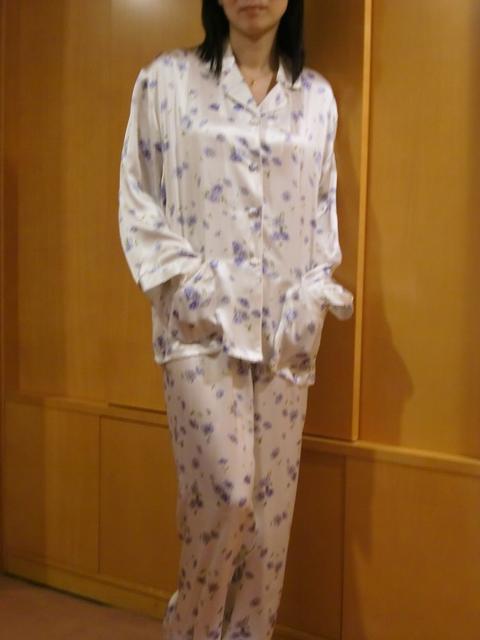【あす楽】【送料無料】シルクパジャマ長袖【水色小花柄】シルク100%パジャマ大きいサイズ XL・XXL・XXXL《ブランド嬌奴》67種色柄S~XXXL取り揃え《ブランド嬌奴》の商品については、製造中止により在庫限りになりました。