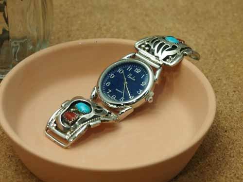 インディアンジュエリー・ナバホ族 ターコイズとサンゴ・ベアパウモチーフ Men'sブレスウォッチ(腕時計)