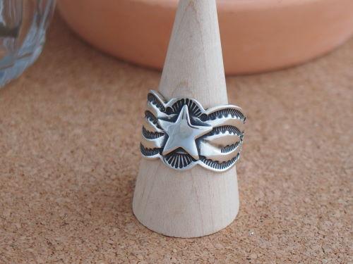 インディアンジュエリー・ナバホ族 Sunshine Reeves(サンシャイン・リーブス)星のアップリケ スタンプワークリング 25号