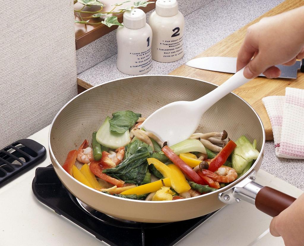 まぜる よせる すくう 盛付ける シリコン 特価 キッチン スプーン フライパン料理 便利 日本製 万能 シリコーン 正規販売店 耐熱 混ぜる
