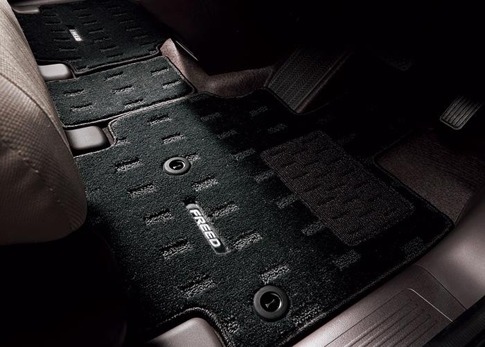 HONDA ホンダ 純正 FREED フリード フロアカーペットマット フリード/ガソリン車/2列目6:4分割タンブルシート用 2017.9~仕様変更 08P15-TDK-010B || GB5 GB6 フロアマット 車種別 カーマット 床 車 高品質 上質 交換 フロア カー マット 車種専用 車内 滑り止め デザイン