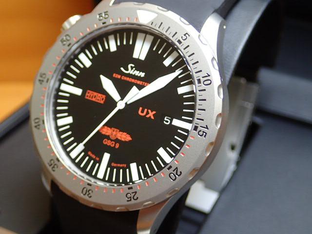 ジン 腕時計 SINN UX.GSG9最悪の状況下でも完璧な視認性を維持し、出撃用計測機器EZM2の進化形モデルがUXです