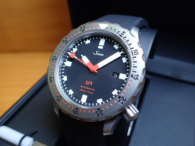 ジン 腕時計 SINN U1U1はジンのUシリーズの時・分・秒と日付表示のみの基本モデルで、1,000mの耐圧テストをクリアしているプロフェッショナルダイバーズウォッチです