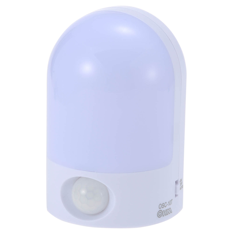 【5500円以上送料無料】人が近づくと自動点灯・自動消灯 LEDセンサーナイトライト 人感 白色LED OSC-10T『家電』[オーム電機]
