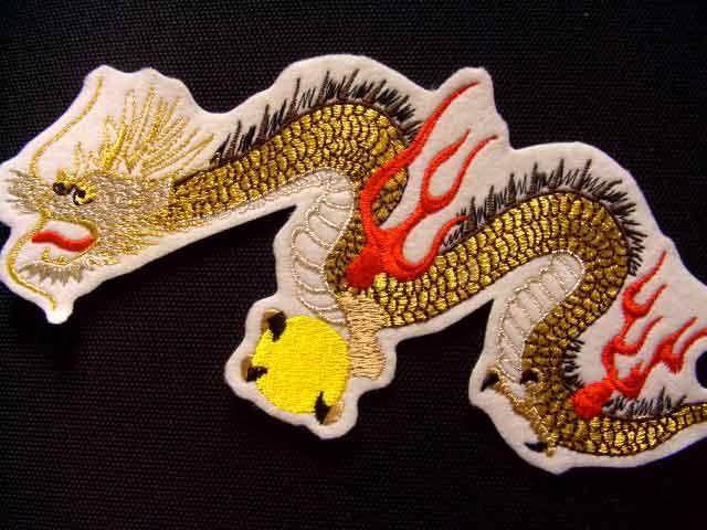 刺繍家族Original 本格刺繍 数量限定 昇り龍ワッペン 白 ネコポスOK 特価 和柄 竜 ドラゴン アイロン接着