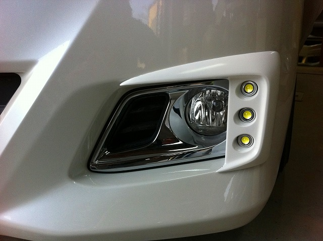 20アルファード G/Xグレード後期 純正バンパー用LEDデイライトキット 純正色単色塗装済み!  【シックスセンス ショップ】
