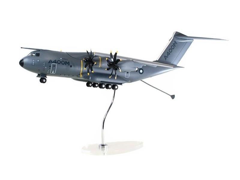 Airbus Executive A400M 1/100 scale model エアバス 飛行機 プラスチック モデル